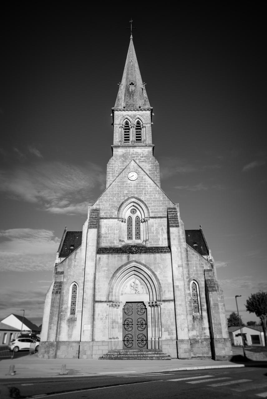 Église Néo-Gothique Saint Vital / Chauvé